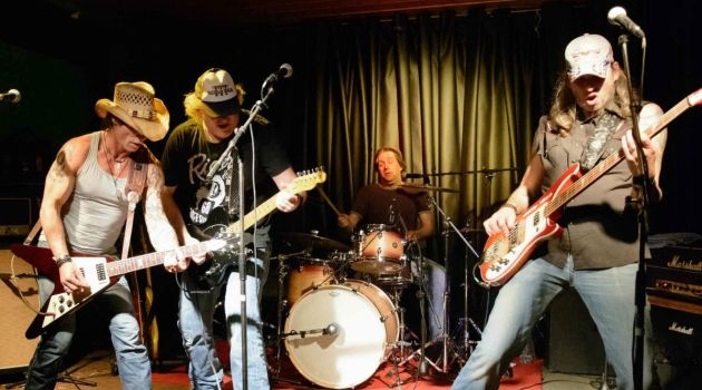 Rock 'n roll party met Trailer Trash Tremblers